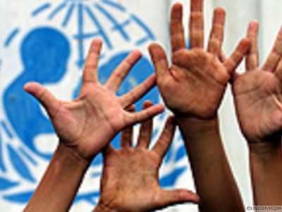 61-land_0-hands-with-unicef-logo